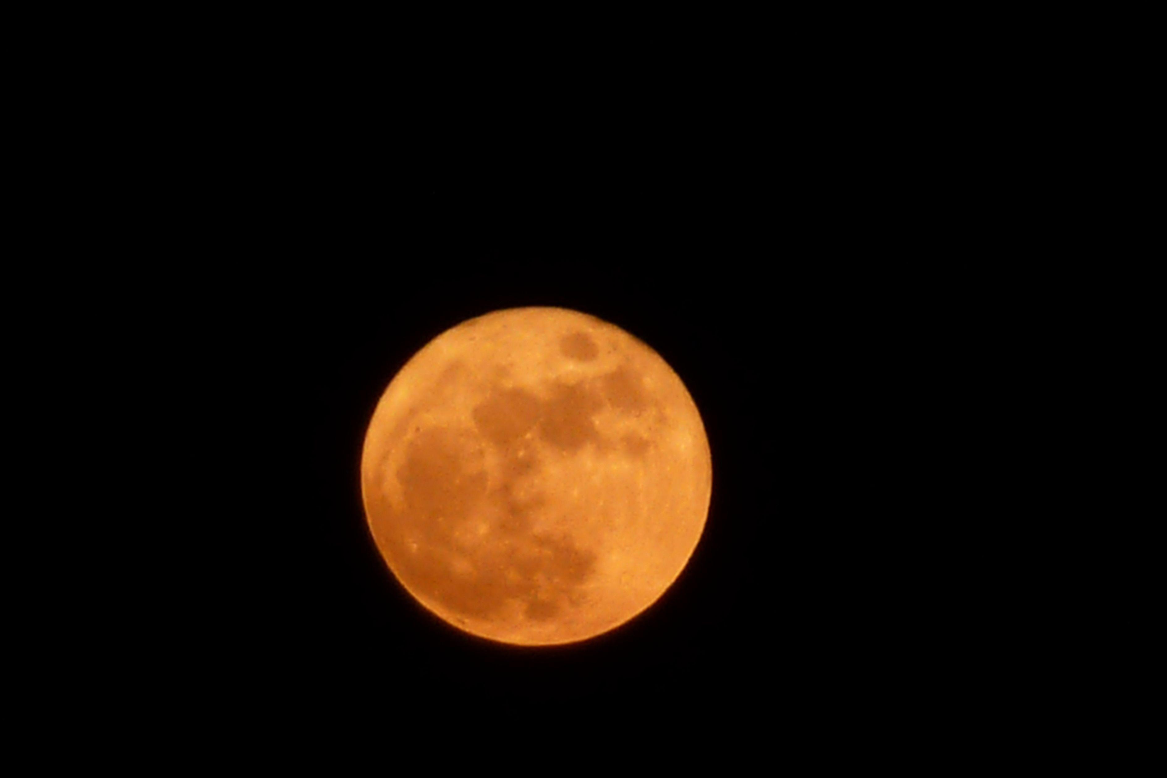 una magnifica luna rossa
