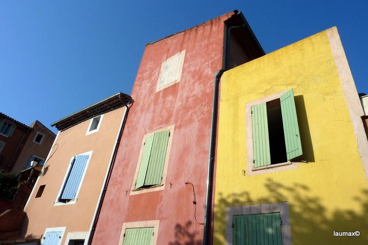 le coloratissime case di Roussilon