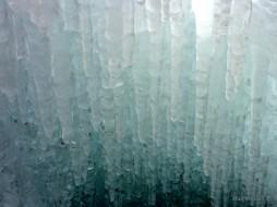 Stalattiti di ghiaccio che scendo nell'abisso...