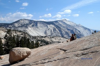 A couple inspiered by wonderful panorama in Yosemite NP
