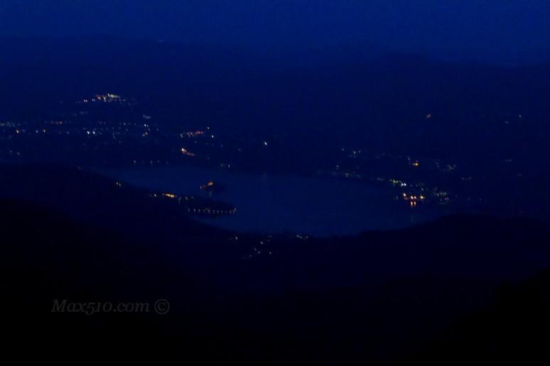 sul lago d'Orta calano le prime ombre della notte