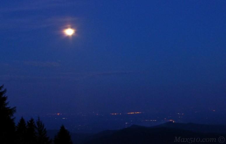 Sponda lombarda dal Maggiore sotto il chiaro di luna